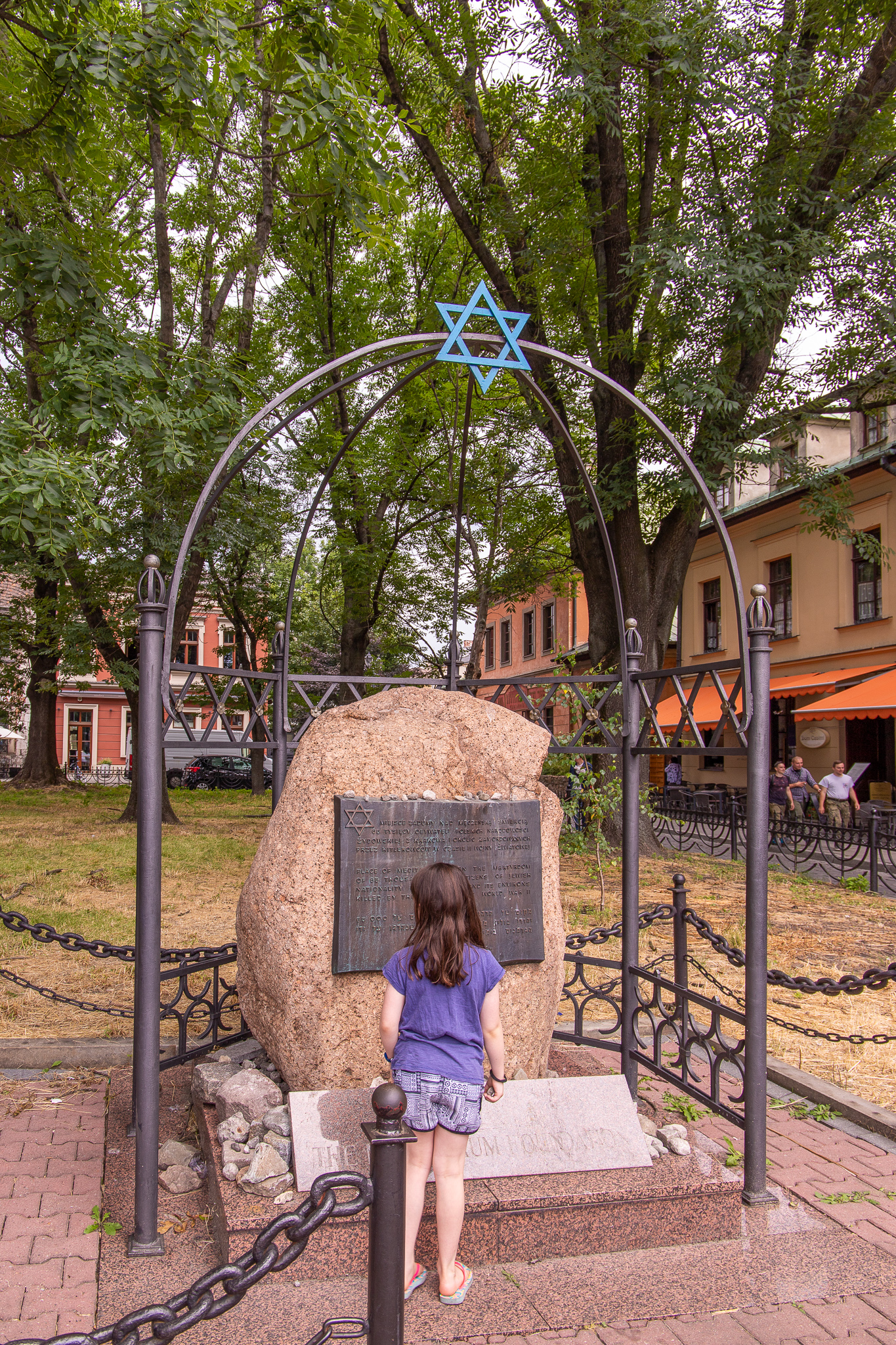 Emmy about to say a prayer for the Jewish people who used to reside in Kazimierz