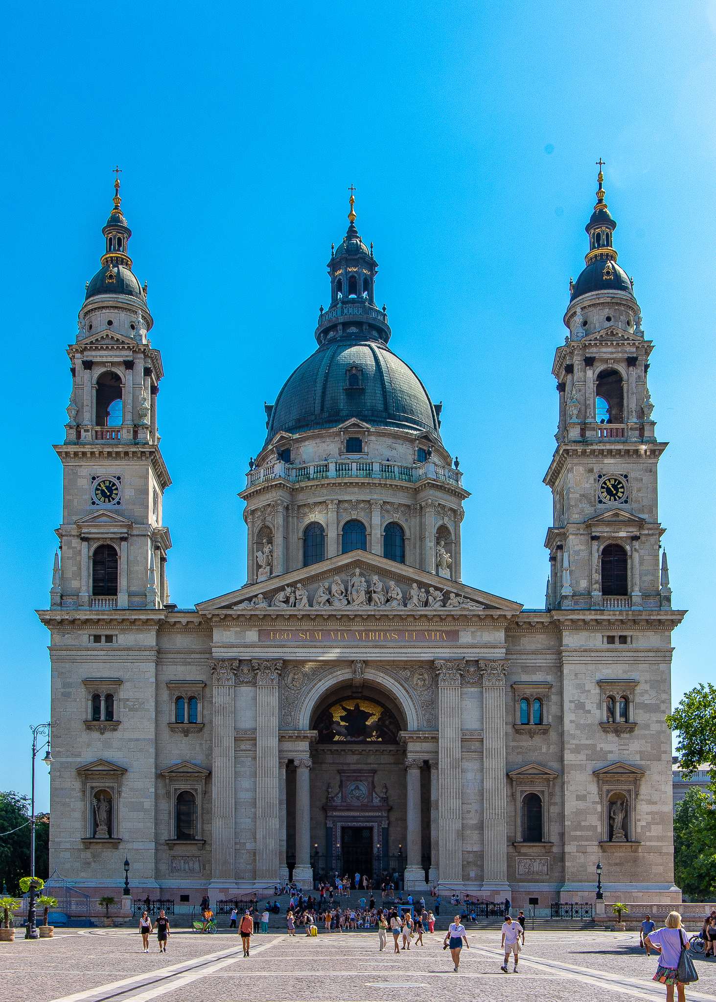 The fabulous facade of St Stephens Basilica