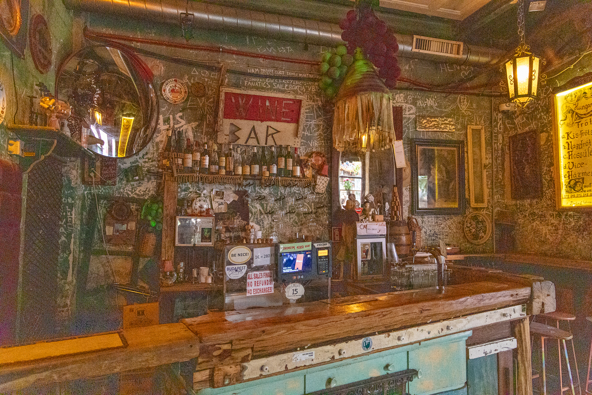 Your run of the mill wine bar, ruin-style