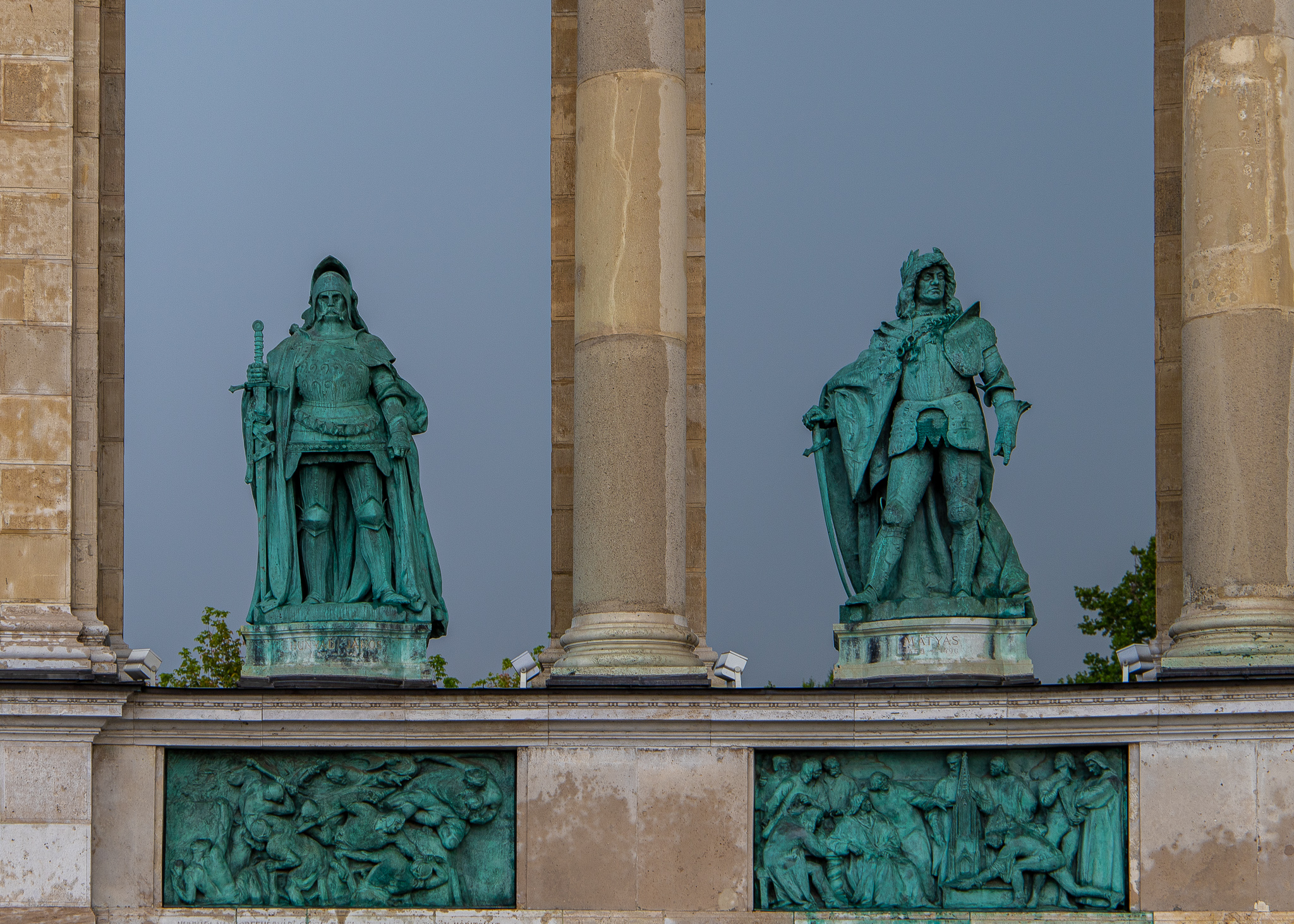 Statues of John Hunyadi (left) above the Siege of Belgrade and King Matthias Corvinus (right) above a scene depicting him with his scholars