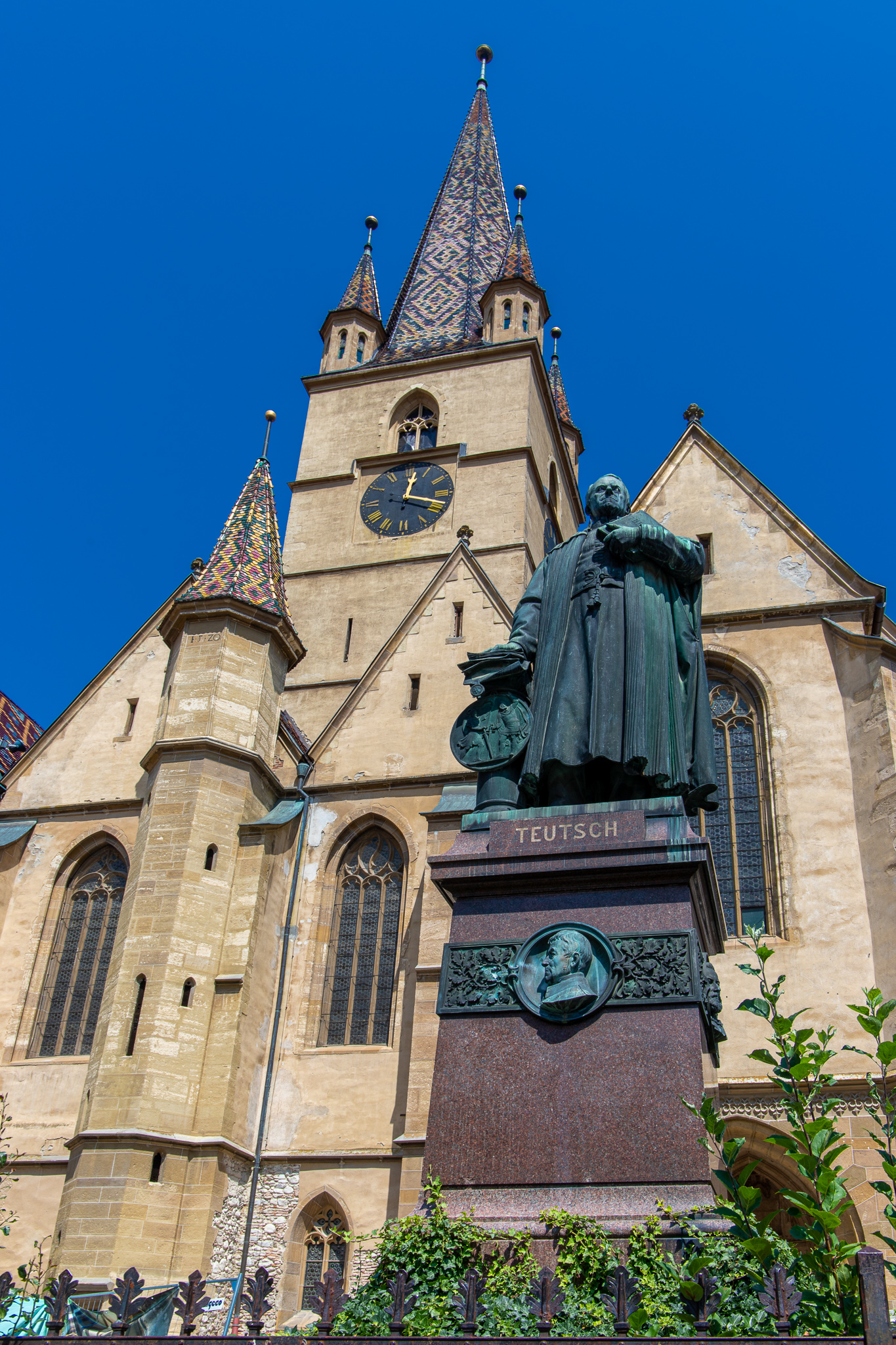 Cathedral with bronze statue of Bishop Georg Daniel Teutsch outside