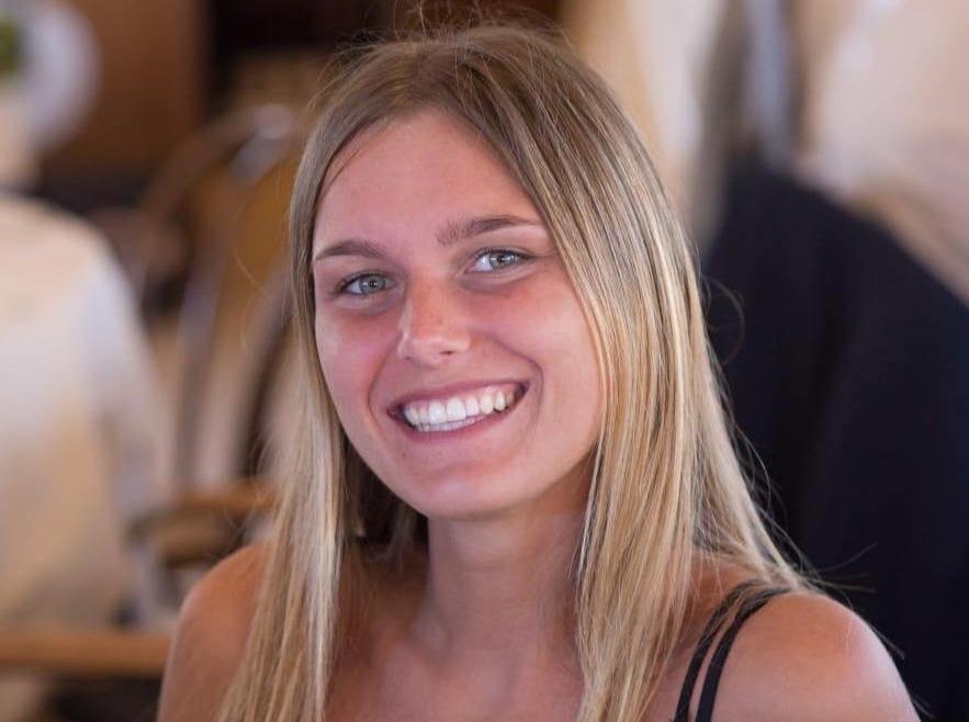 Vanessa VAIRO - SalaProfessionale e dinamica, aiuta lo Zio per sostenere i suoi studi da brava giornalista.