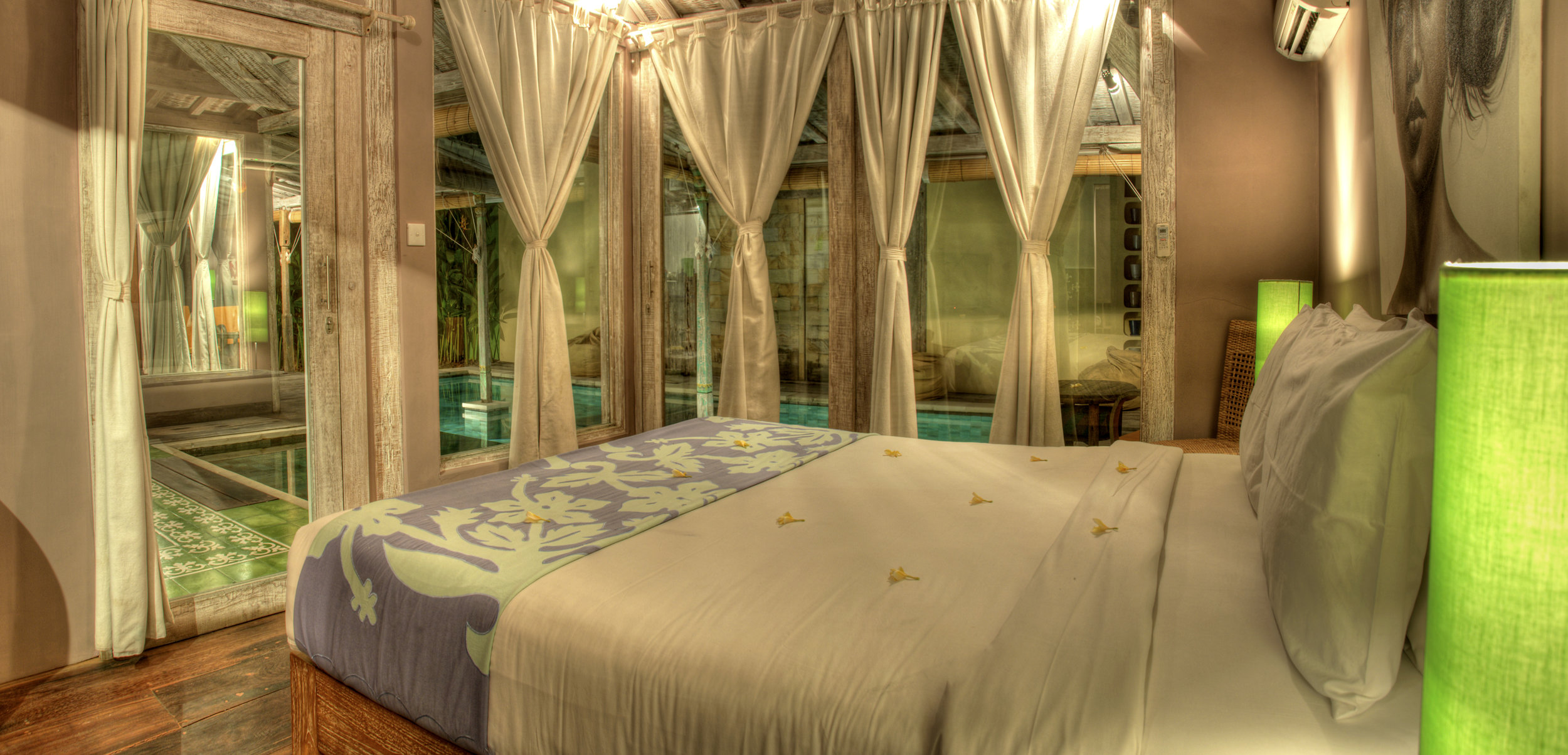 Double bedroom with pool view