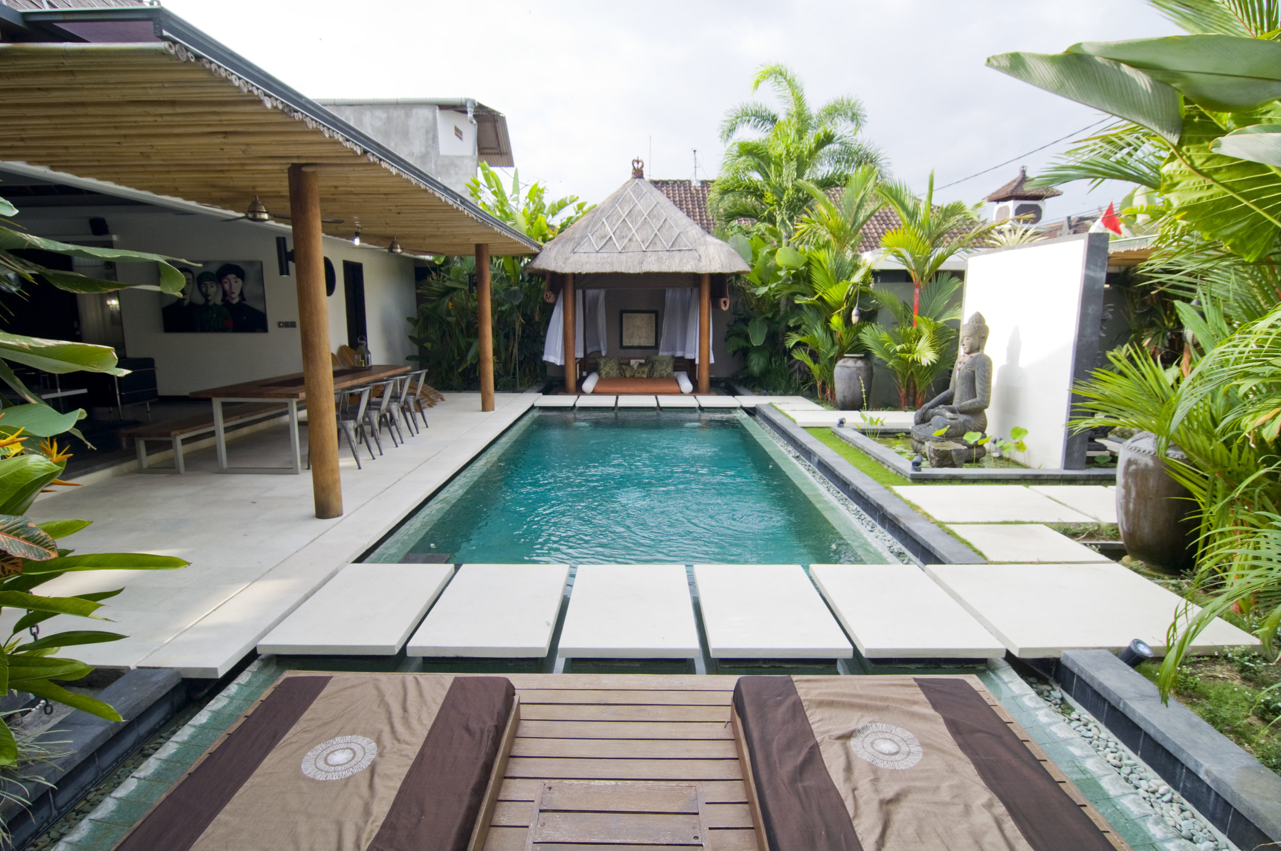 Stunning 2-bedroom villa close to all the restaurants and shops !