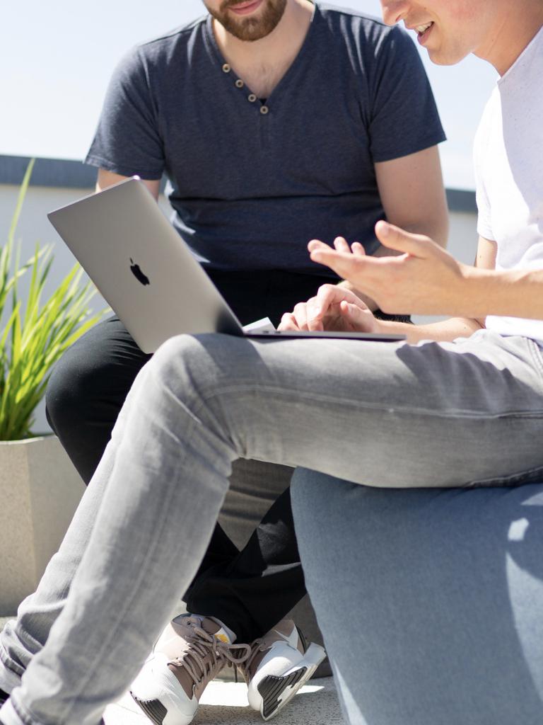 KOMUNIKASI DENGAN PEMILIK - Kami percaya bahwa komunikasi yang efisien dan profesional dengan Anda adalah cara yang terbaik untuk menggapai transparansi yang maksimal. Kami akan mengutus salah satu konsultan villa kami untuk berkomunikasi kepada Anda dengan cara yang Anda inginkan, baik melalui tatap muka, email, atau media lainnya.Kami akan menyesuaikan cara komunikasi kami dengan Anda. Anda bebas memilih apakah ingin laporan yang sangat mendetil atau hanya keputusan pembelian yang krusial saja. Kami akan berkomunikasi dengan Anda secara profesional dilengkapi dengan bukti foto, screenshot, dan video, dokumen dan melaporkan status quo dari villa Anda.