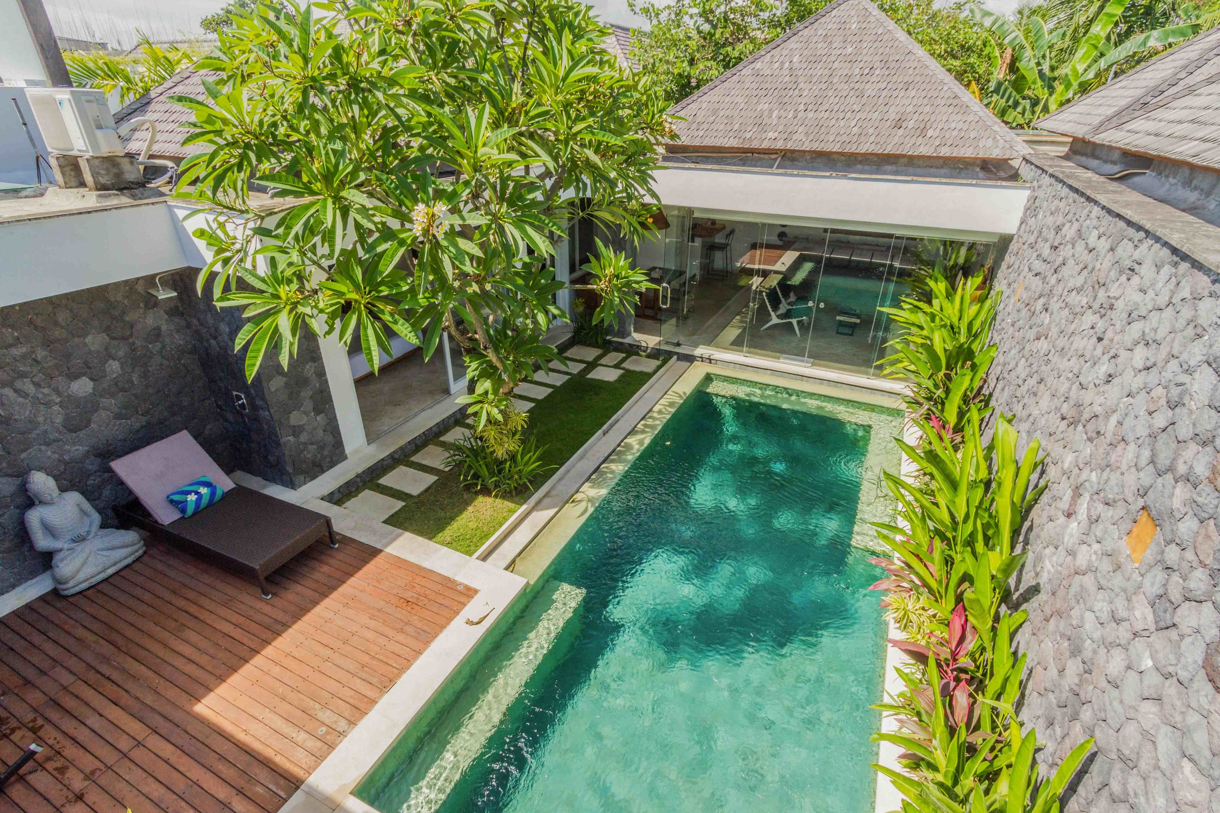 A gorgeous brand new tropical villa near the trendiest places in Seminyak
