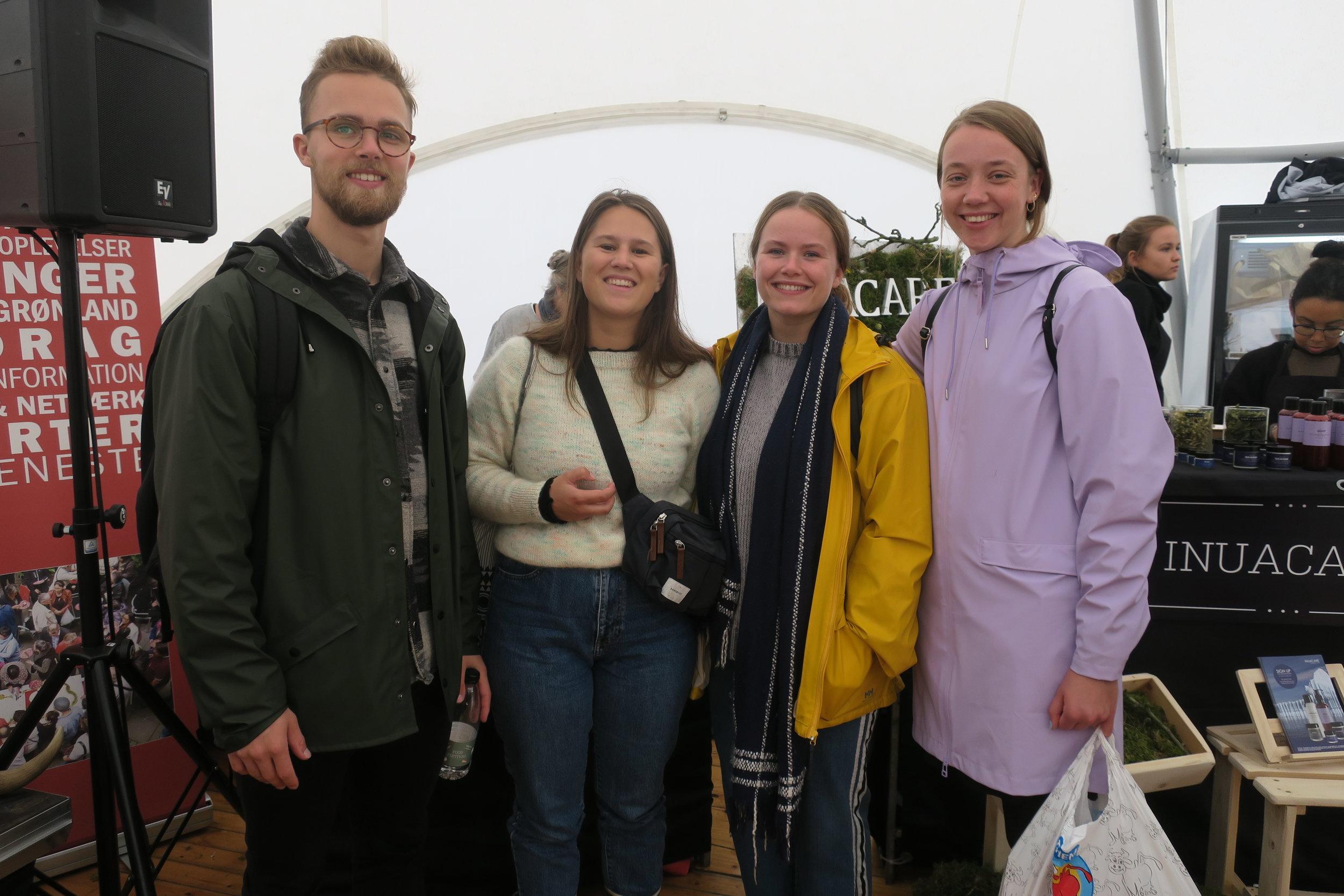 Thore Mølsted sammen med vennerne Julie, Maj og Stine.