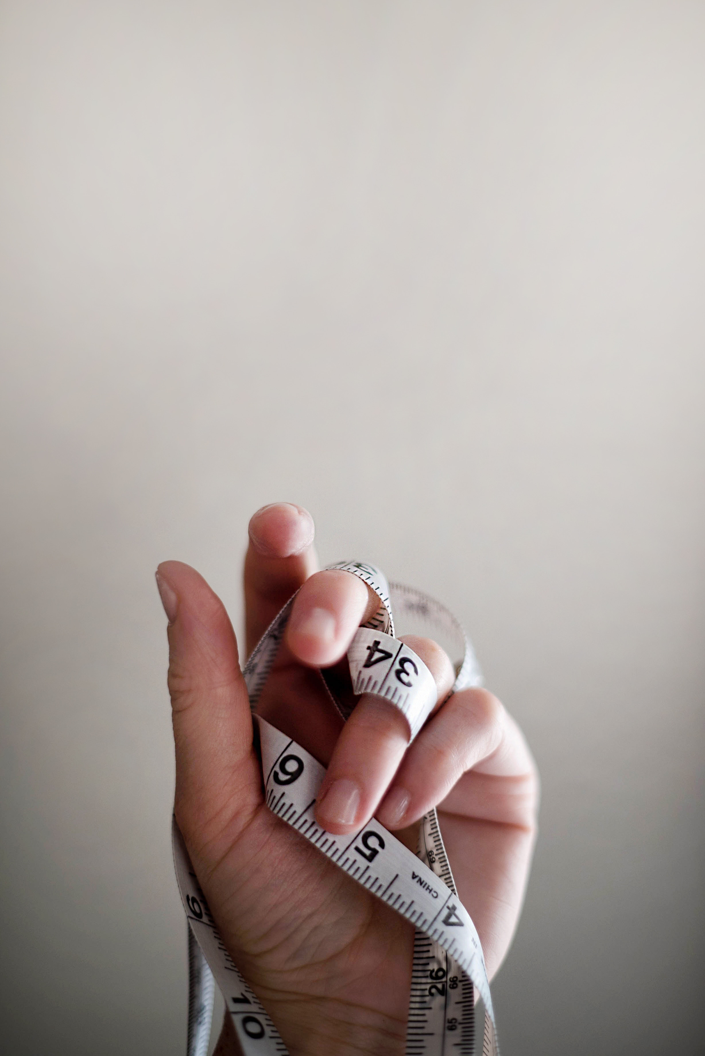 photo of hand with tape measure stop your slimming club and get positive body image confidence in Bristol