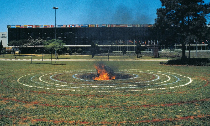 "Milton Becerra, ""Meteorite"", Sao Paolo, Brazil (1985)  Izvor: Preuzeto sa  https://commons.wikimedia.org/"