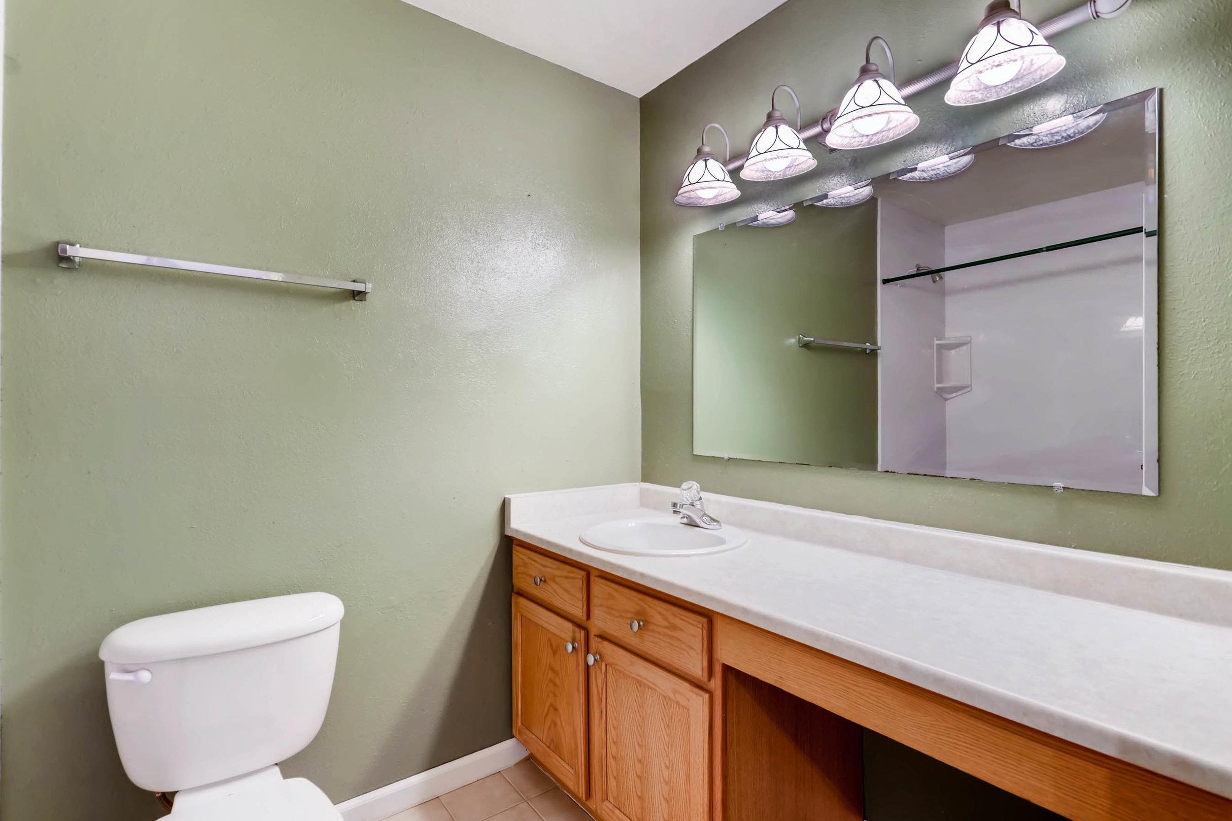15001 E Gunnison Place Aurora-print-023-21-2nd Floor Bathroom-2700x1800-300dpi.jpg