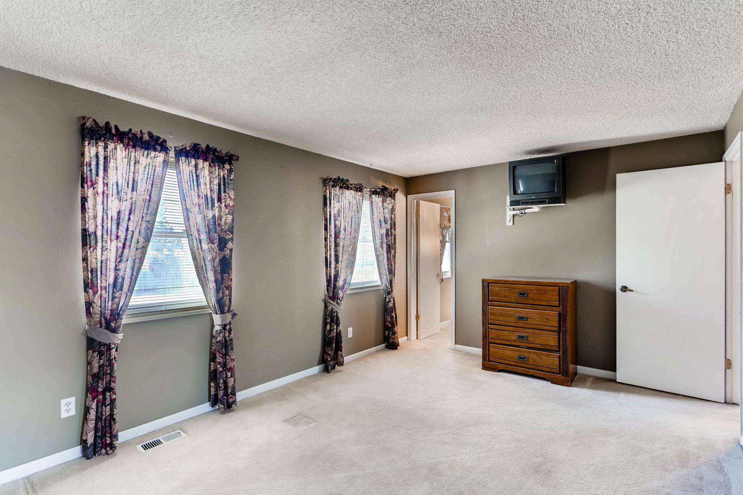 15001 E Gunnison Place Aurora-print-018-28-2nd Floor Master Bedroom-2700x1800-300dpi.jpg