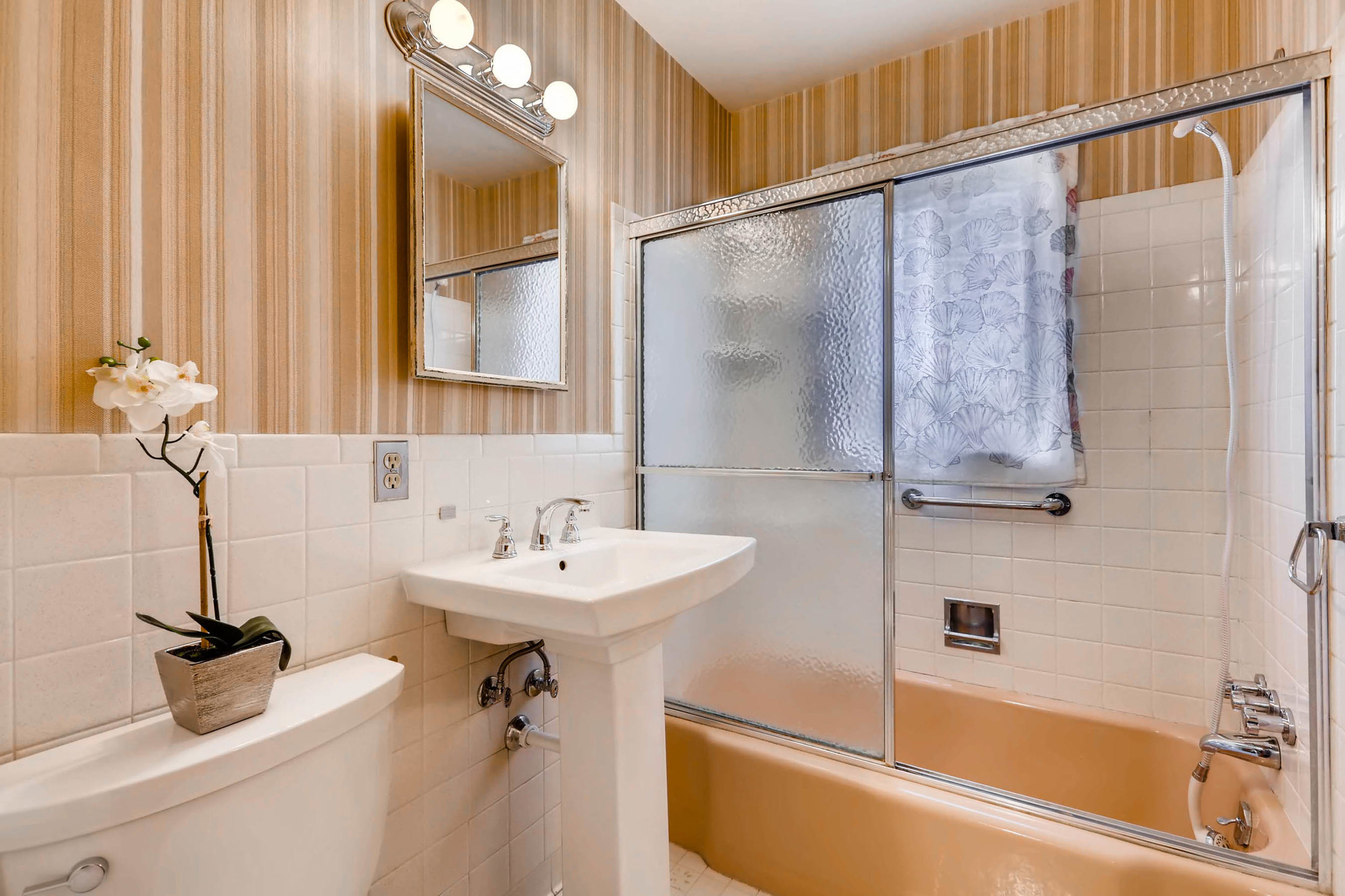 1655 S Monaco Parkway Denver-print-017-11-2nd Floor Bathroom-2700x1799-300dpi.jpg