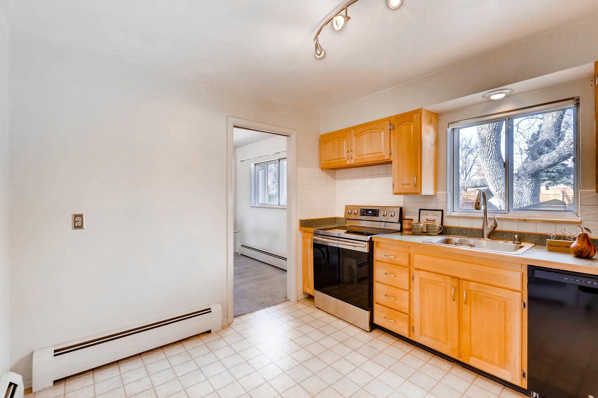 1655 S Monaco Parkway Denver-print-011-16-Kitchen-2700x1800-300dpi.jpg