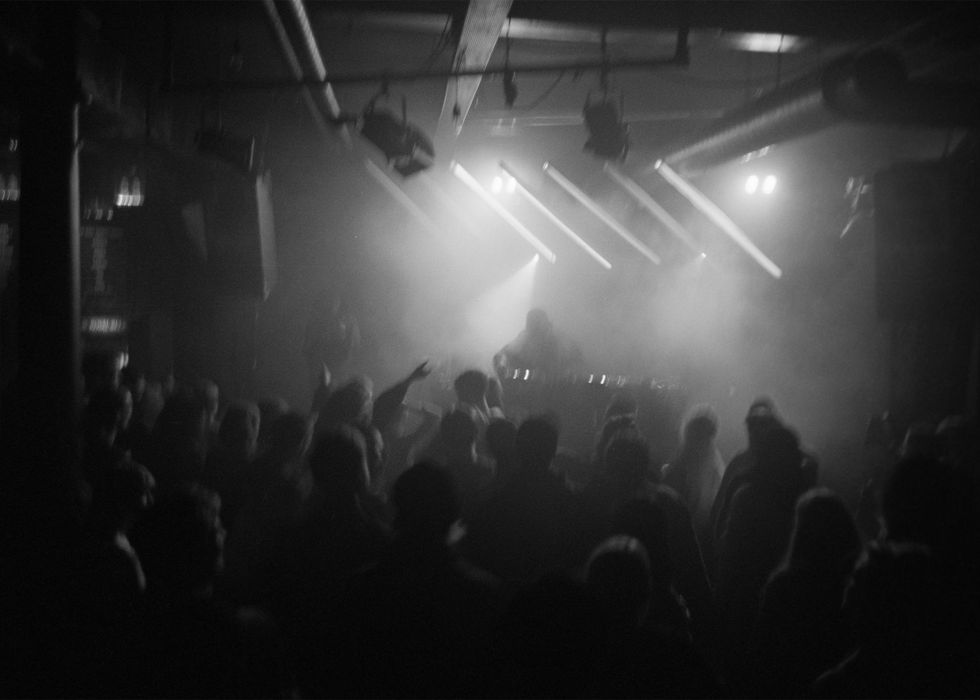 16_crowd.jpg