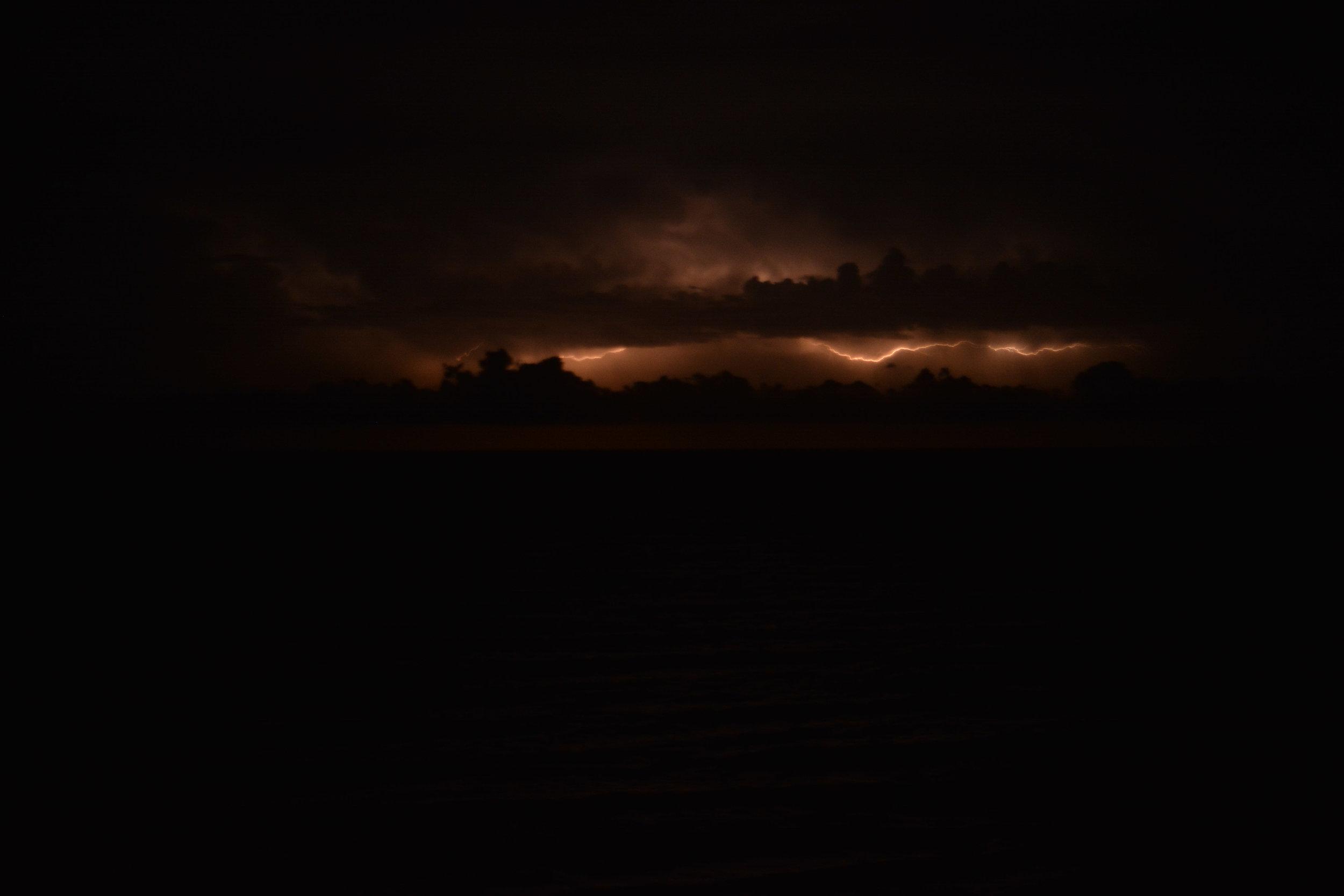 Miedo a las tormentas o Brontofobia - Los fenómenos atmosféricos adversos, como los truenos, los rayos o las tormentas, fueron considerados por nuestros antepasados como castigos divinos. El ruido que producen estos fenómenos meteorológicos y los destellos en el cielo pueden resultar aterradores para algunas personas.
