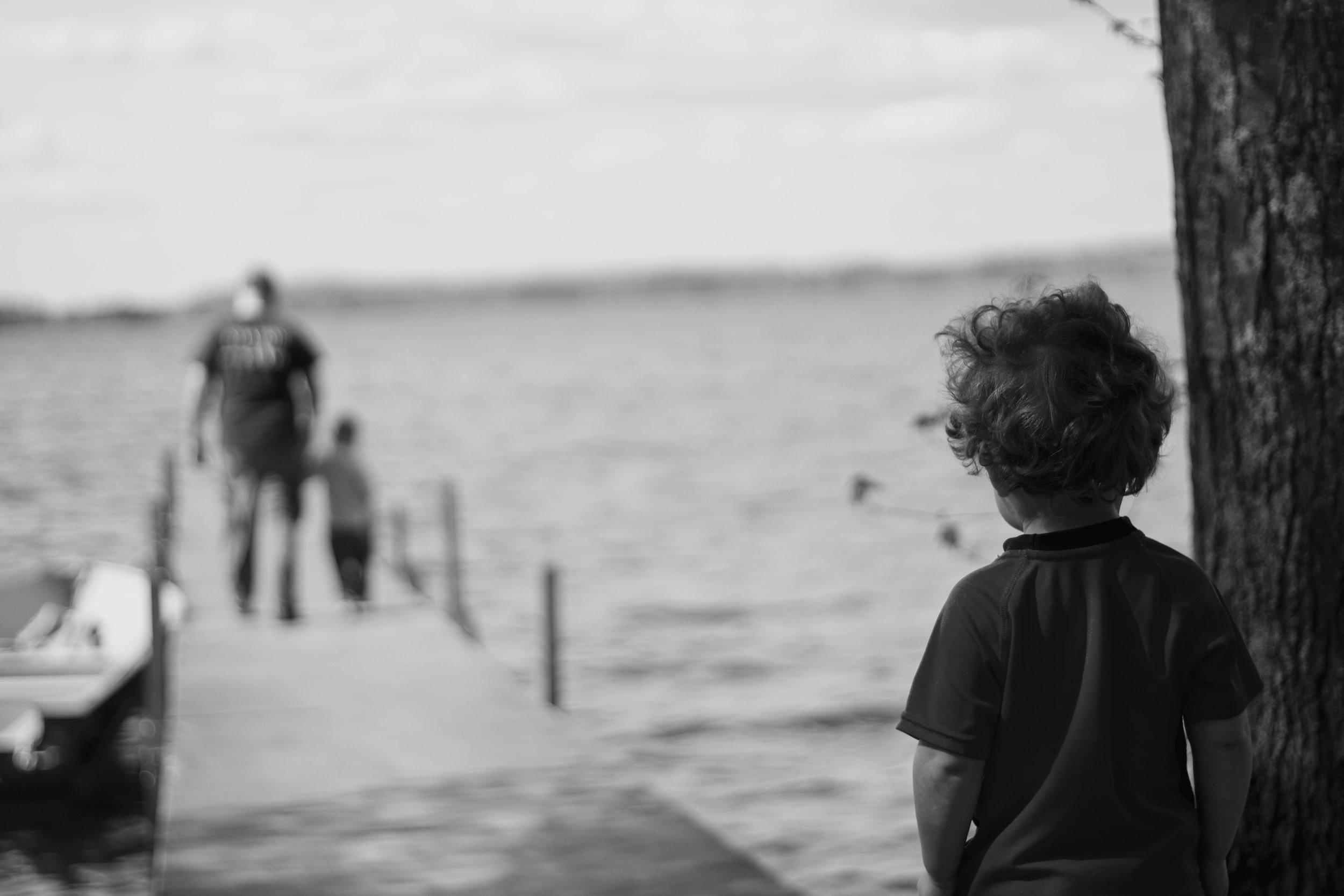Ansiedad por separación - Malestar excesivo y recurrente por la separación de las figuras de apego o del hogar. Muy frecuente en niños y niñas.