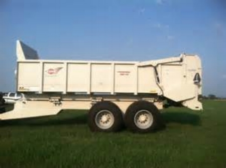 fertilizer spreader.jpg