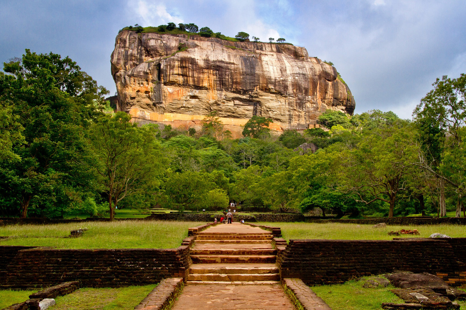 Climbing Sigiriya is only for the fittest seniors. Image:   Poswiece