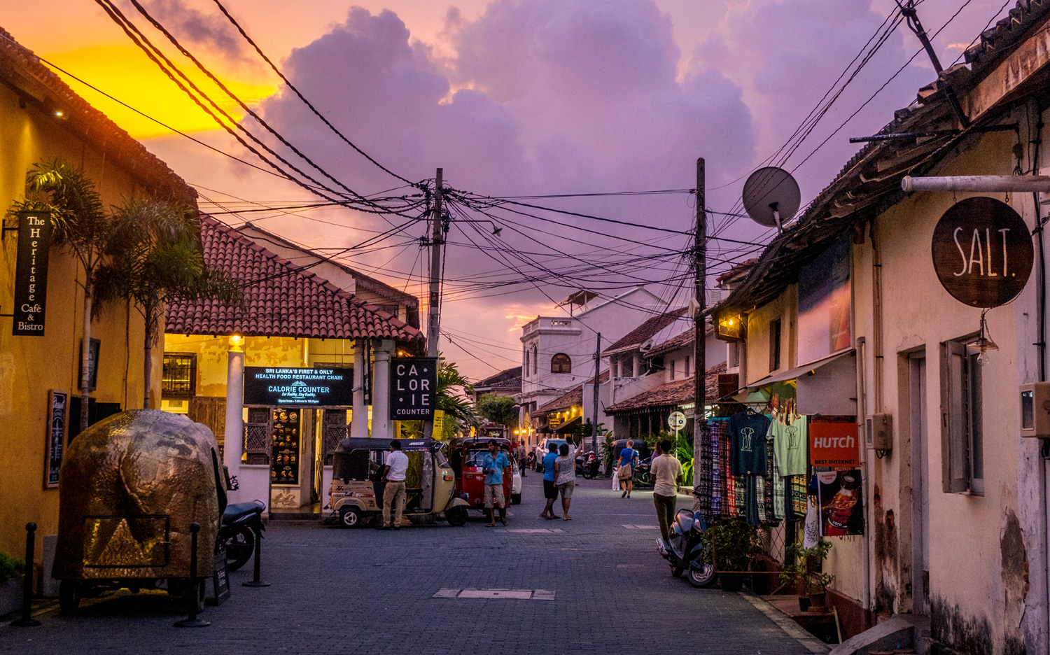 Evening shopping in the Galle Dutch Fort. Image:   Chathura Indika