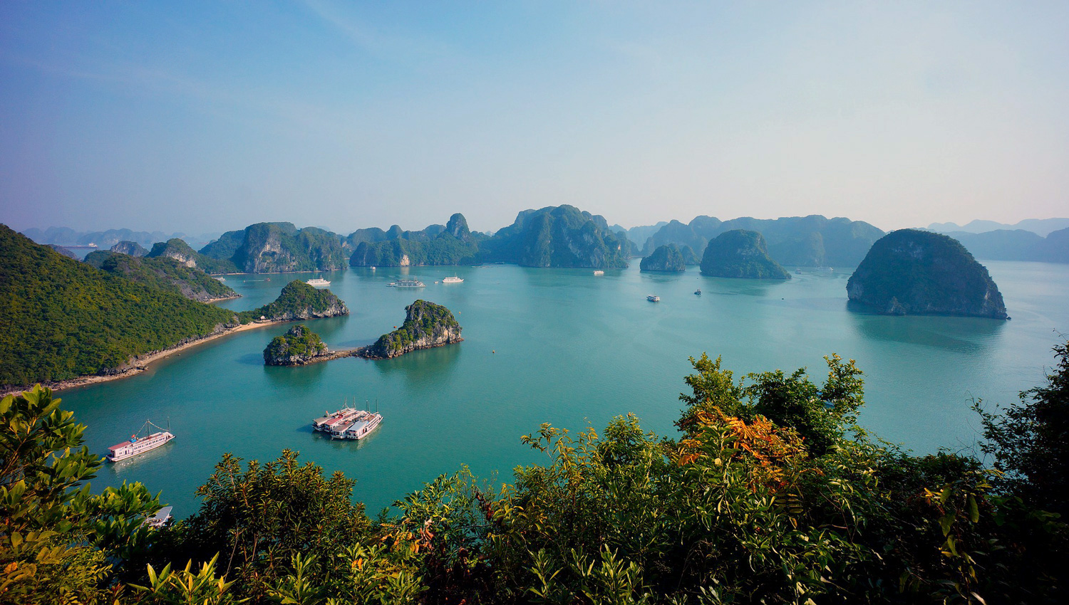 The beautiful limestone karst scenery of Halong Bay.   Image:   Woong Hoe