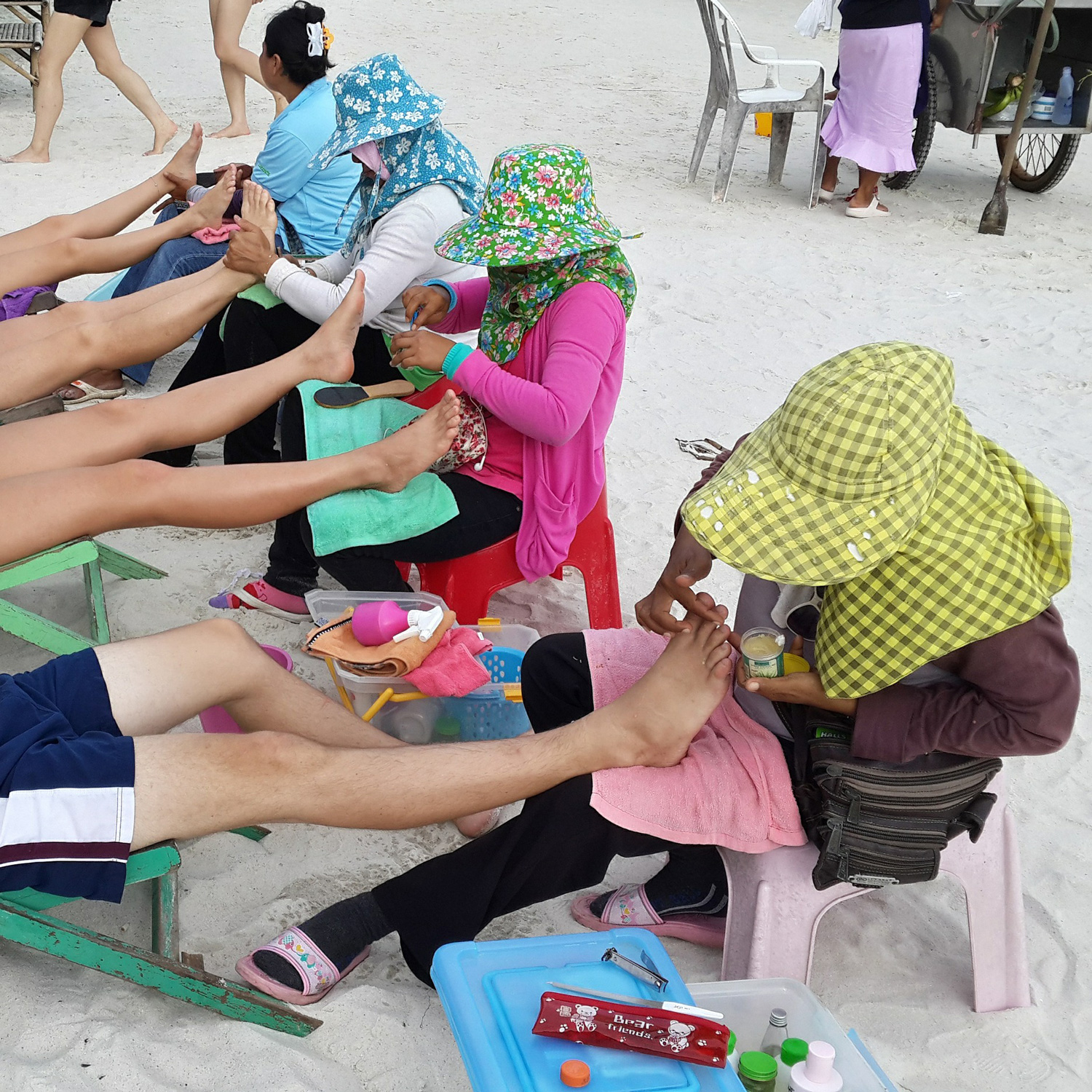 Foot massages and pedicures are popular on Thai beaches.   Image:     Pere Slavl
