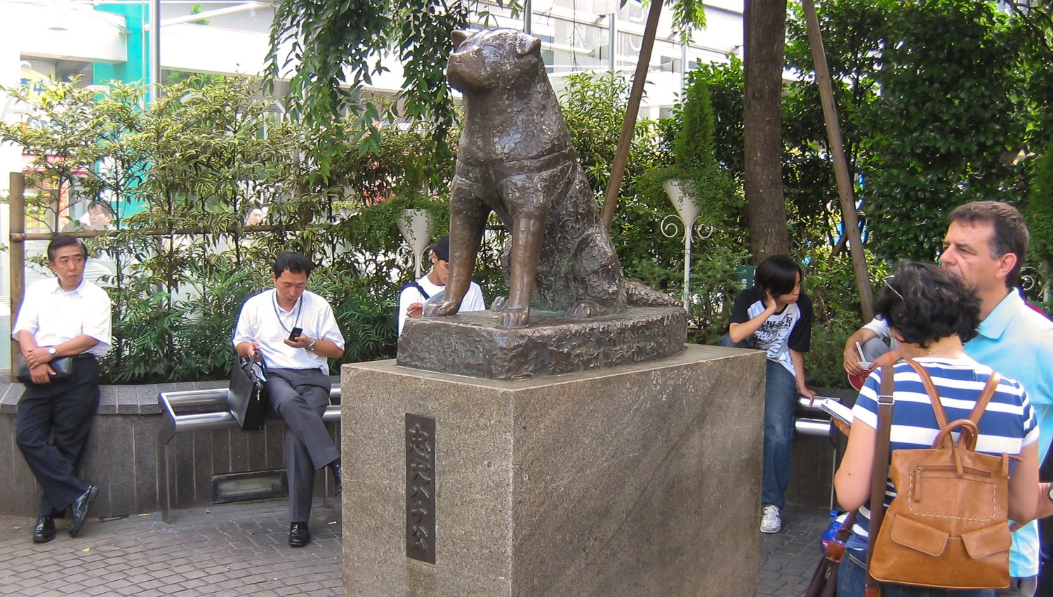 The statue is a popular Shibuya meeting place. Image:     Jose Maria Mateos