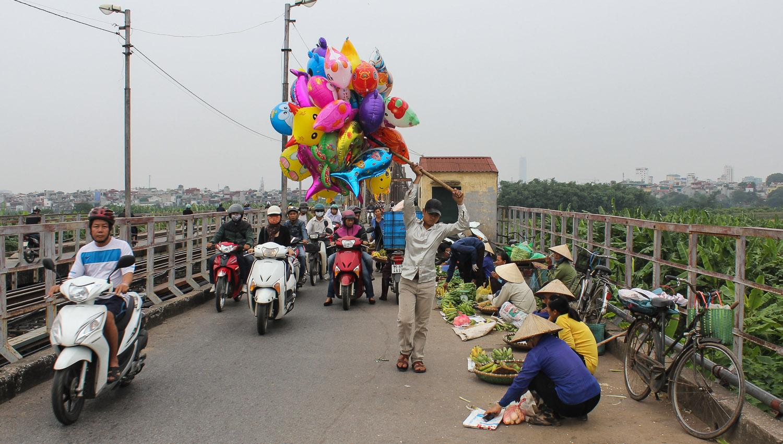 Vendors on the Long Bien Bridge. Image:  © Alan Williams