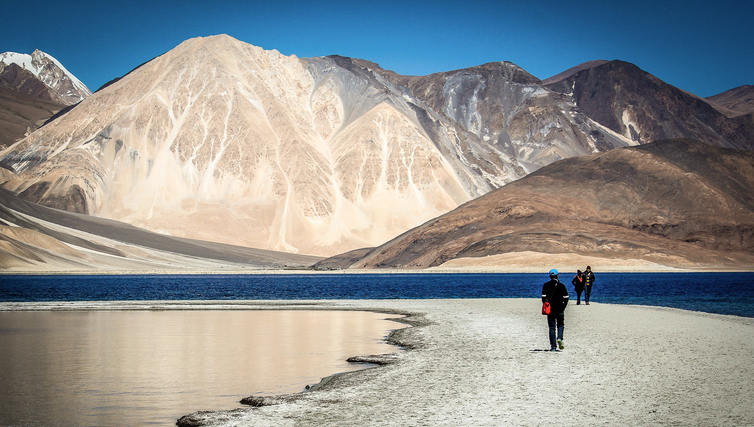 Spectacular mountain and lake scenery in Ladakh. Image:     Snehaz