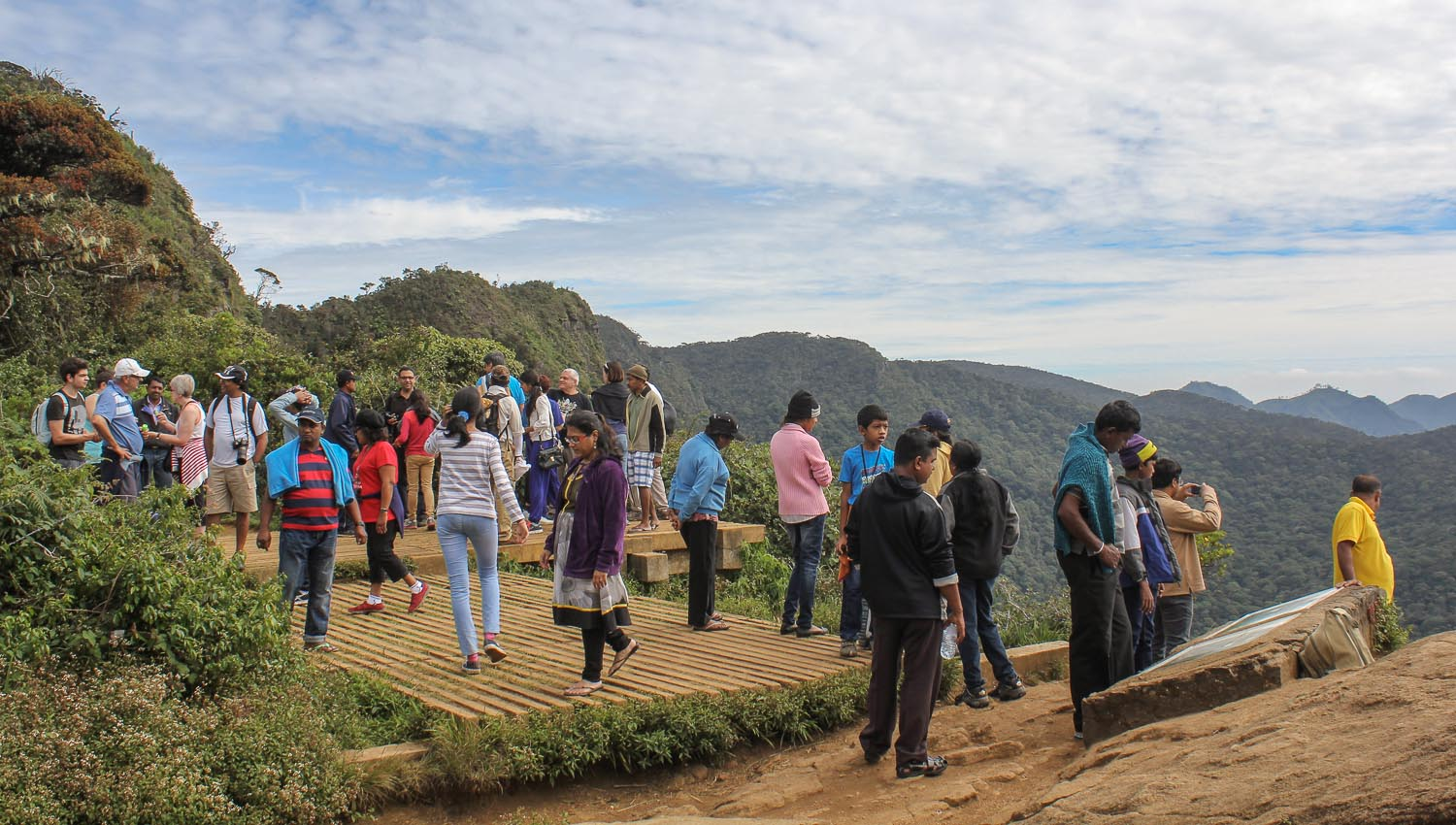 Hikers at the World's End lookout point. Image:  © Alan Williams