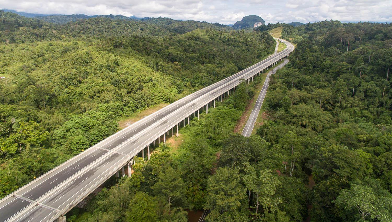 Malaysia has some excellent freeways. Image:     Apiskartun      Dreamstime