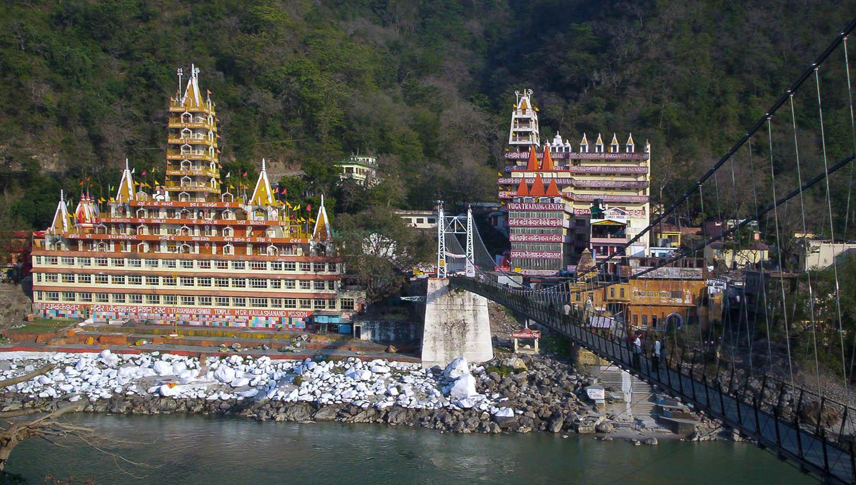 The Lakshman Jhula bridge over the Ganges at Rishikesh. Image:  Meg and Rahul