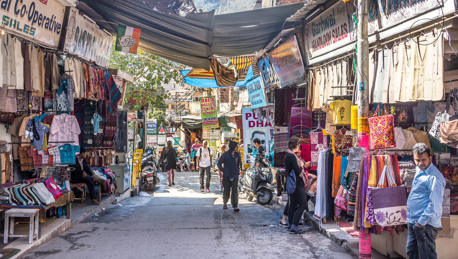 Shops and massage schools in a Rishikesh street. Image:  Anandoart  | Dreamstime