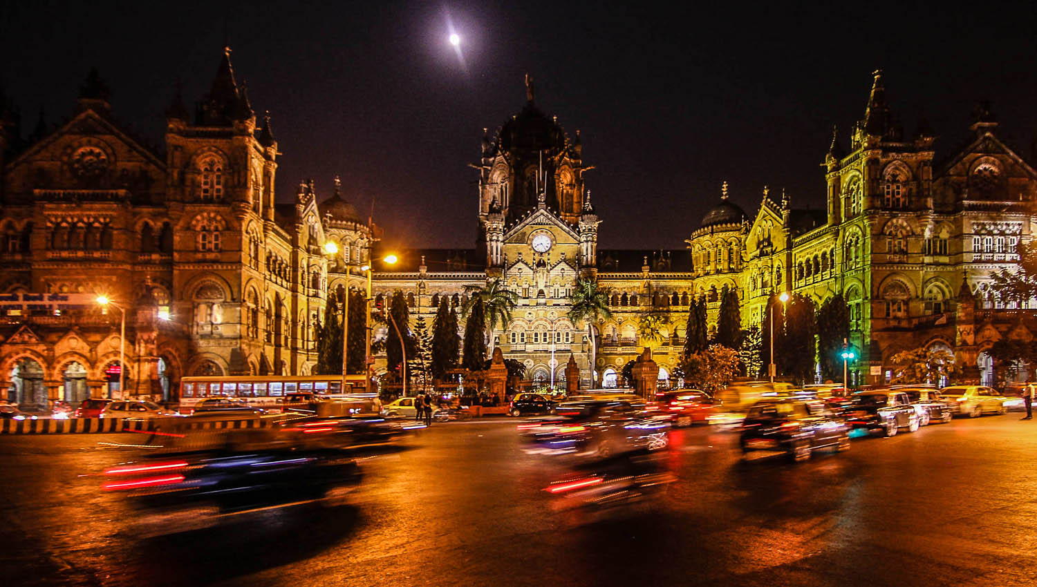 A nighttime view of Victoria Terminus. Image:  ©    rusticus80