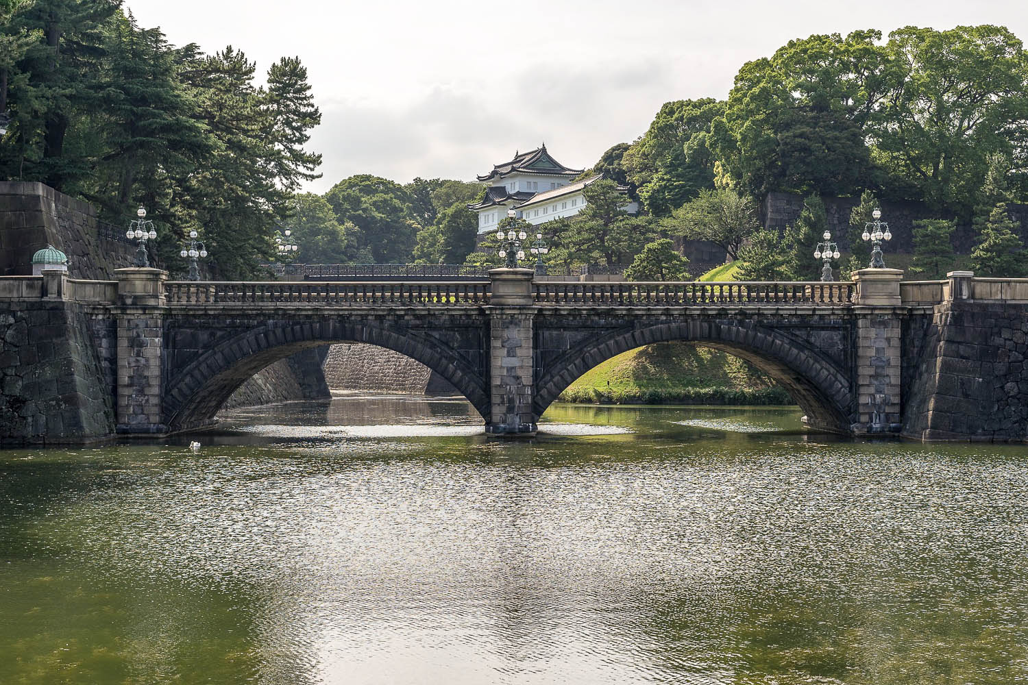 The quiet grounds of Tokyo's Imperial Palace. Image:     Amersfoort