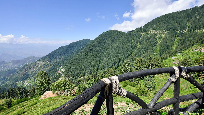The Dhauladhar range offers many picturesque treks. Image:  Niteen Kasle   Dreamstime