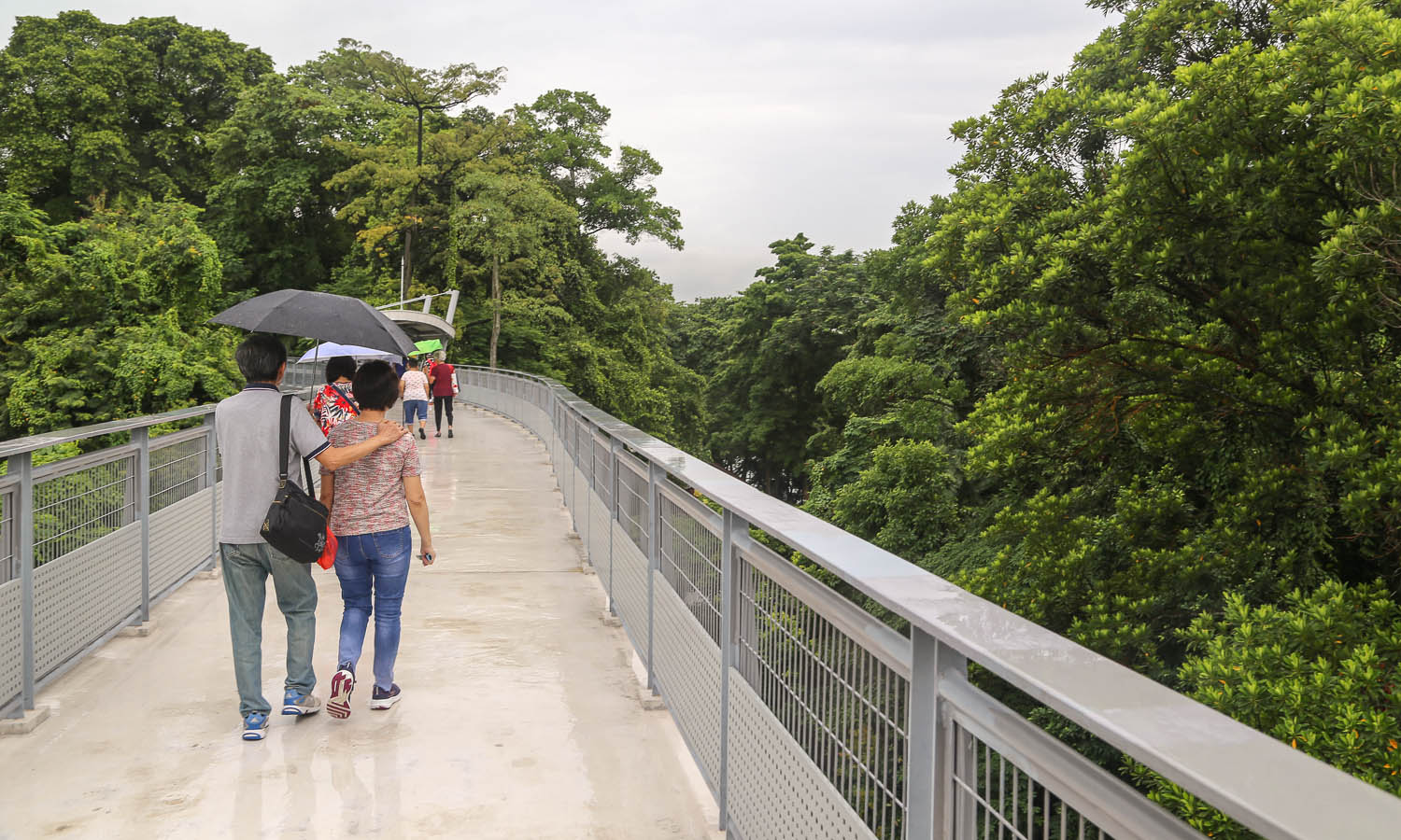 The Fort Siloso Skywalk on a rainy day. Image:  © Alan Williams