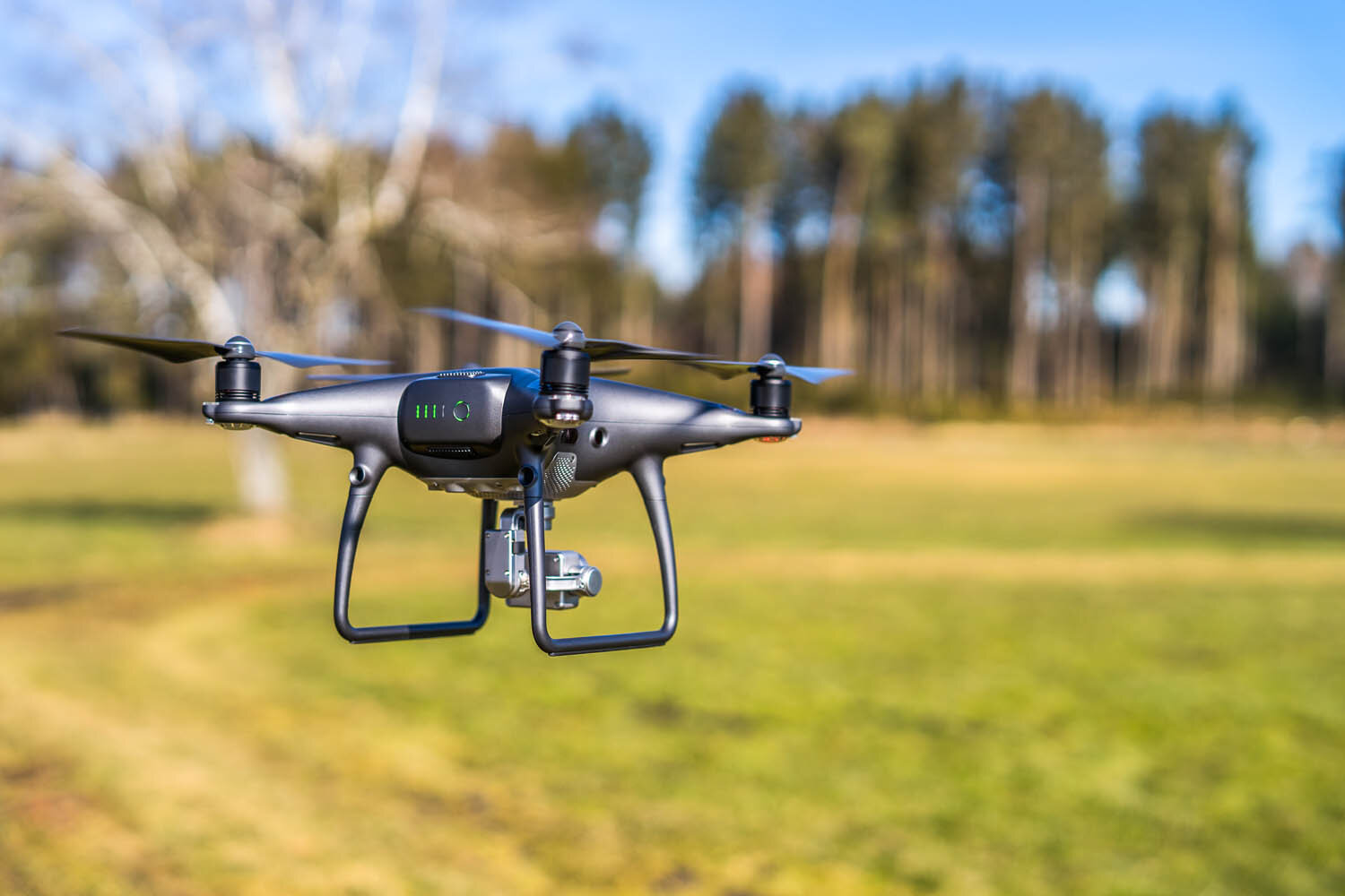 Modern camera drones are lightweight and easy to fly. Image:  © Lars Nissen