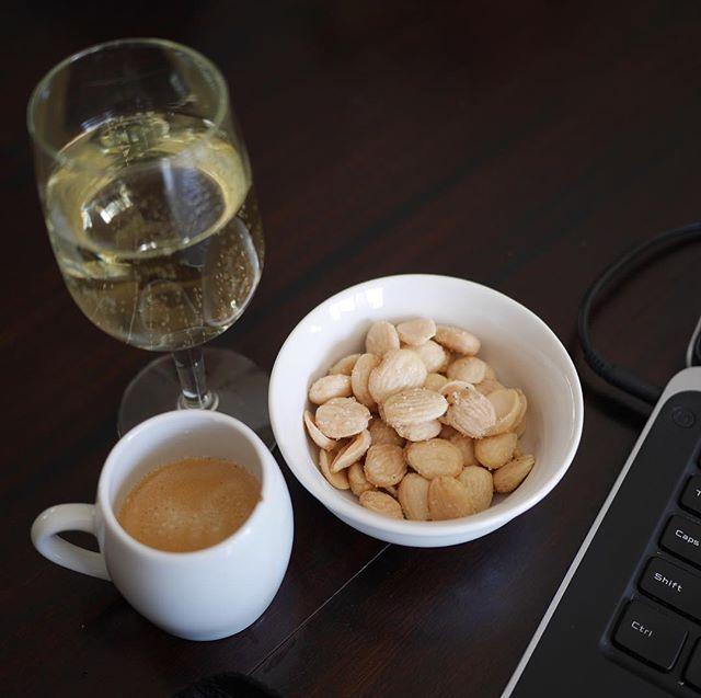 First class, every day. Working on a presentation and getting stuff done #onatuesday. . . . . . . #officetoday #word #languageanddesign #design #wordsmatter #wordplay #womeninbusiness #contentstrategy #strategery #nerdingitup #wordnerd #designnerds #chicagobusiness #warmnuts #firstclassalltheway #wine #espresso #coffelove #beverages #marconaalmonds  #laptop