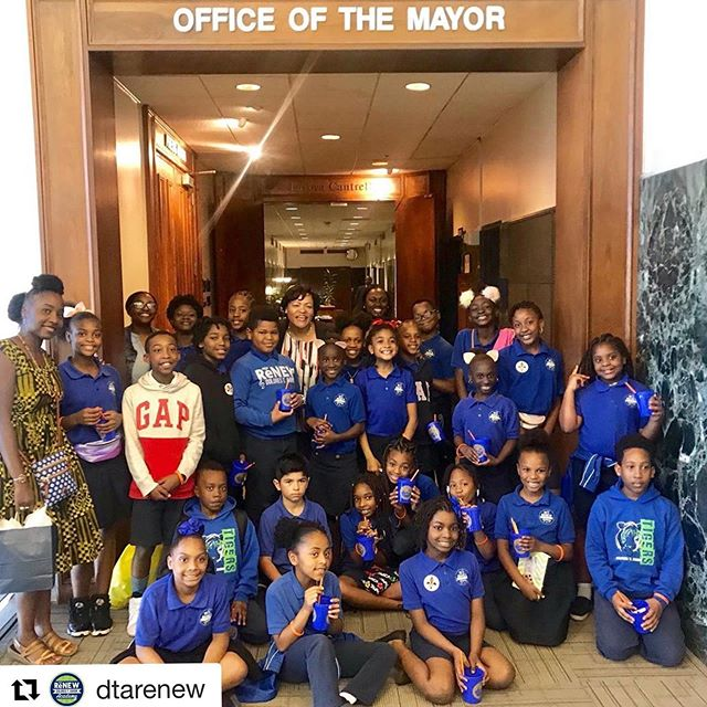 #Repost @dtarenew ・・・ DTA social studies students have been focusing on lessons in local government. Today, they enjoyed a visit to @mayorcantrell's office! #renewschools #nola #nolaed
