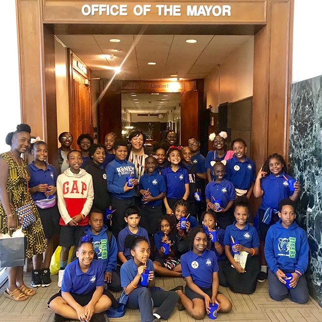 DTA social studies students have been focusing on lessons in local government. Today, they enjoyed a visit to @mayorcantrell's office! #renewschools #nola #nolaed