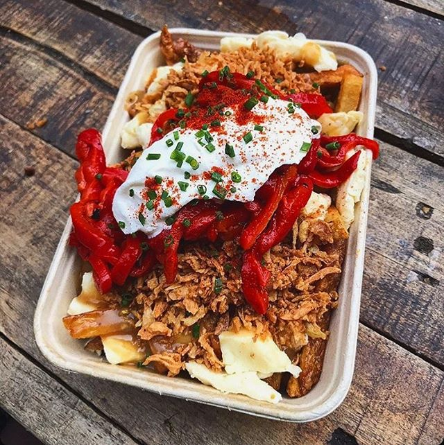 'Sup, starting to feeling the cold? Yeah... thought so🤒  Why not escape that bitter wind and get some heart warming Poutine inside ya. It's actually scientifically proven to taste better when the weather is rotten 💁🏻♂️  This weekend we'll be serving in Huddersfield at @magicrockbrewing from Friday 18th - Sunday 20th 🍺  ⏰Fri - 3PM-9PM - Sat 12PM-9PM - Sun 12PM-6PM  Any of you music heads heading down to @dbeloughborough Festival this Saturday can also catch us serving the good stuff there🌊  ⏰1PM-10PM   📷- shoutout to @katiet0dd for the snap ✌🏼❤️