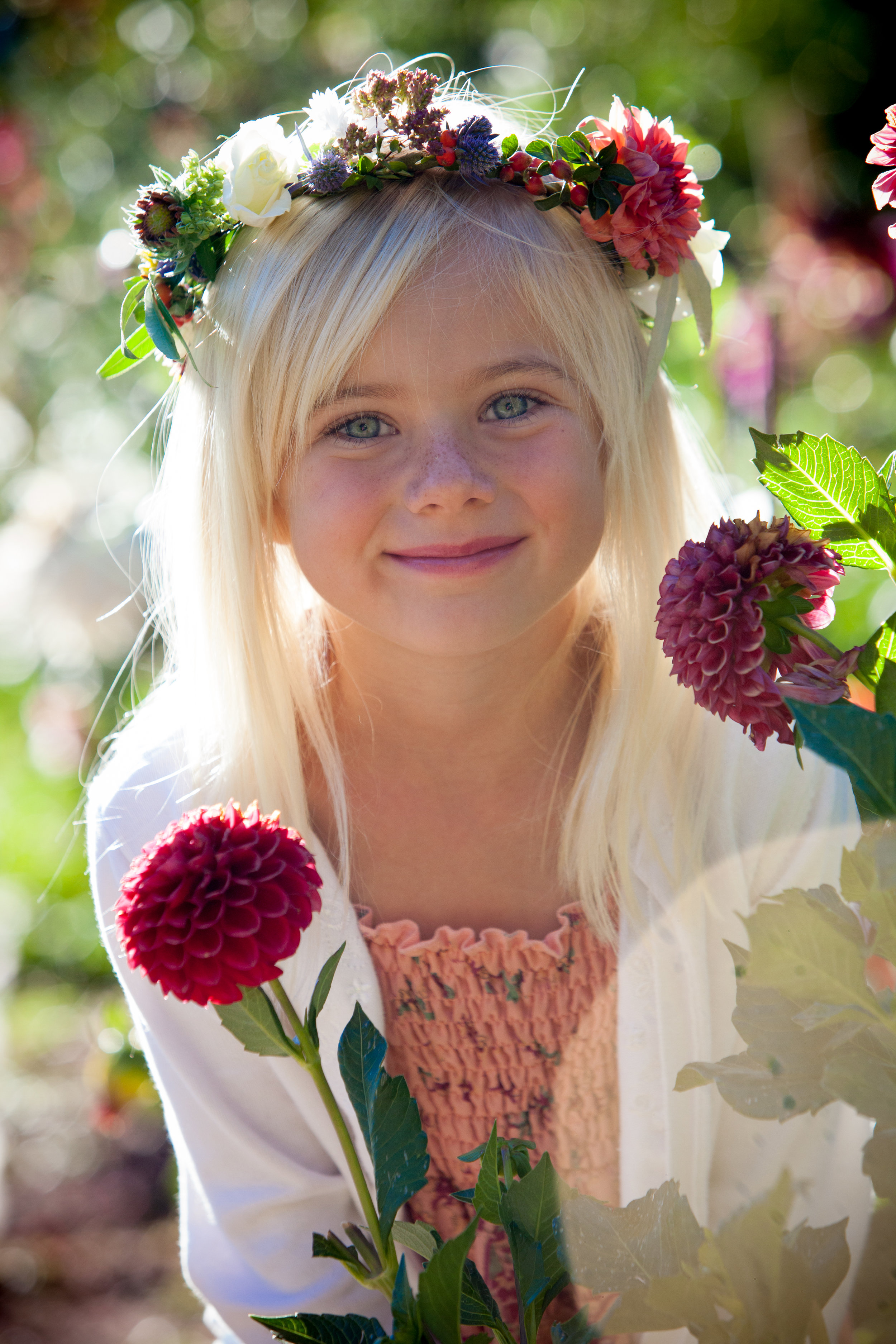 Flower girl crown with dahlias