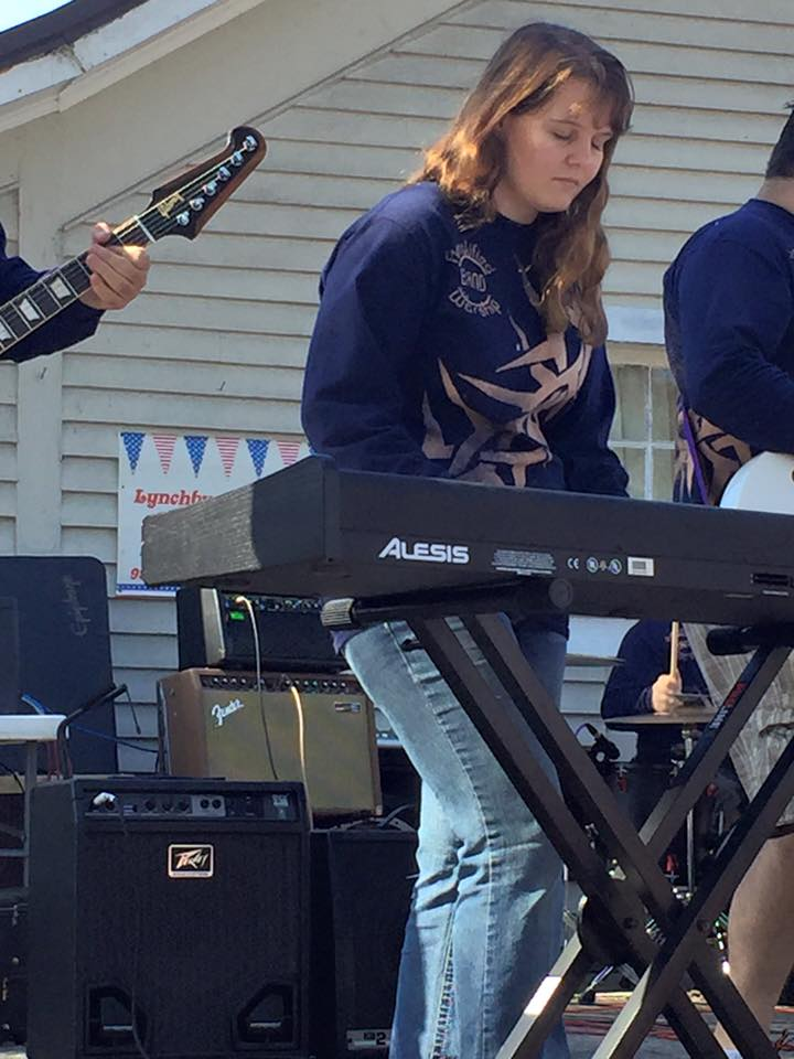 """Cara Williams   Cara is the pianist of the team, painting a huge & pounding piano sound onto the canvas of our mix, using her Alesis QS8 as a midi controller to push her """"Sunday Keys"""" program."""