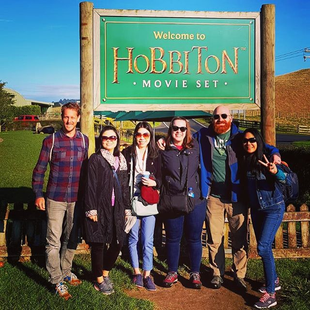 Still space on our Hobbiton, Waitomo & Rotorua Small Group Tours departing Auckland tomorrow! Jump online now and grab your seat @cheekykiwitravel #hobbiton #waitomo #rotorua #lordoftherings #hobbitonmovieset #glowworms #caves #adventure #maoriculture #travel #nztravel #smallgrouptours #matamata #cheekykiwitravel #nzmustdo #purenz