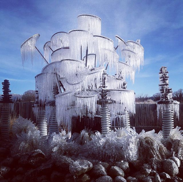 Check out Mother Nature's amazing Winter handiwork on this sculpture in Omarama ❄️💙❄️... snapped yesterday on the way from Queenstown to Mt Cook by one of amazing tour guides, Kreig. #omarama #mtcook #mtcooknationalpark #winter #icesculpture #mothernature #queenstownmustdo #queenstownnz #queenstowntours #winterholiday #naturephotography #nature