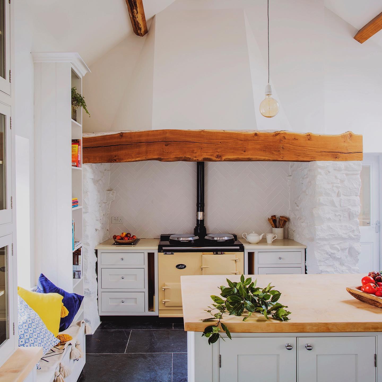 kitchen pic retreat.jpg