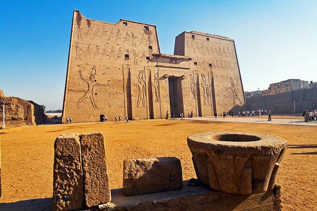egypt-edfu-facade-of-the-temple-of-horus.jpg