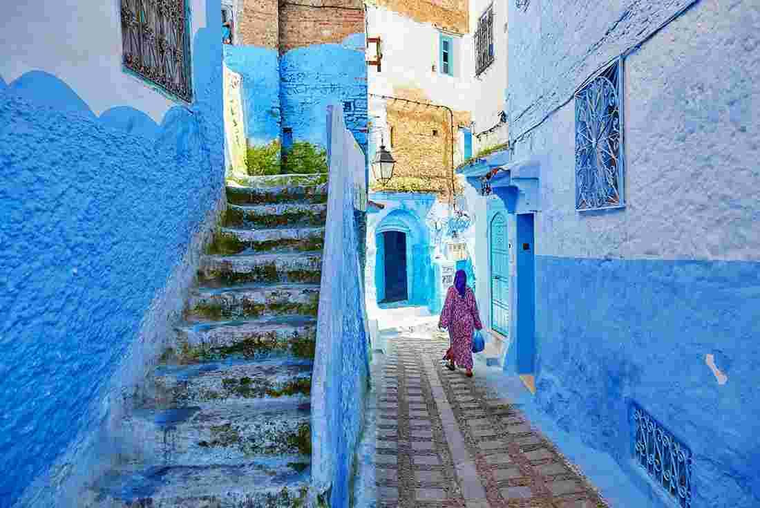 Morocco-Chefchaouen-Medina-Woman-Alley-Blue.jpg