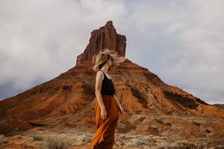 Adventurous hike in the desert of Moab, Utah