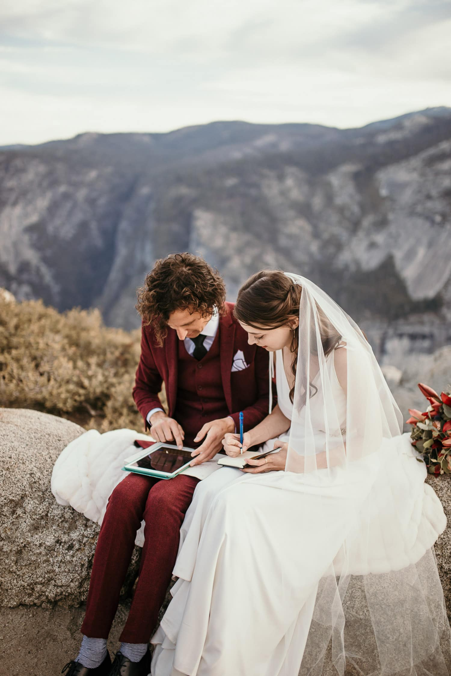 How to write your wedding vows - tips to help you write your vows
